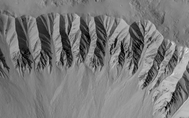 NASA Spots New Gully on Mars