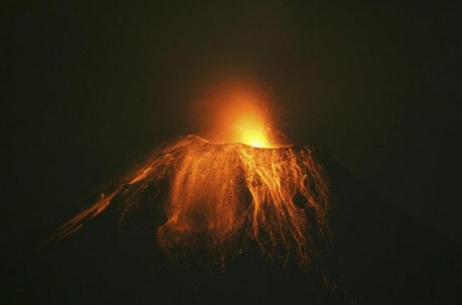Tungurahua Volcano in Ecuador Spews Ash 6 Miles High