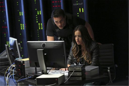 Ward and Skye Play Spy Games on 'Agents of SHIELD'