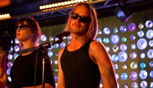 Macaulay Culkin and The Pizza Underground Booed off Stage in England