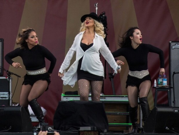Christina Aguilera Gives Rousing Performance at New Orleans Jazz Festival