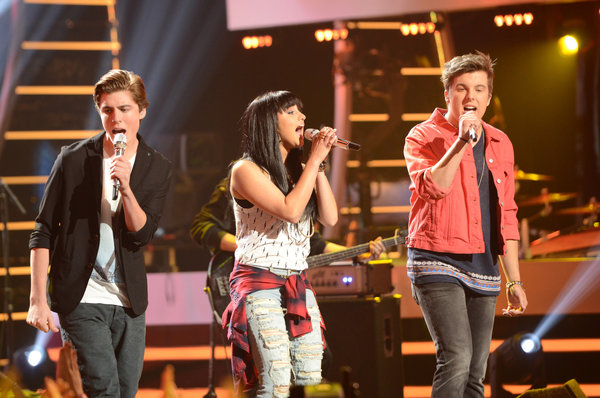 American Idol 1 of Vote Voted Off Top 5 Becomes Fantastic 4 (Review & Videos)