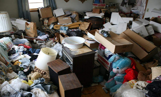 Texas Hoarder Forced to Sleep on Roof After Cluttered Home Became Inhabitable