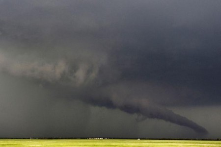 Physicist Wants to Build Walls Around American Midwest to Keep Tornadoes Out