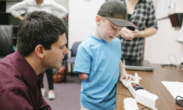 Engineering Students Build Prosthetic Arm for 6-Year-Old With 3D Printer