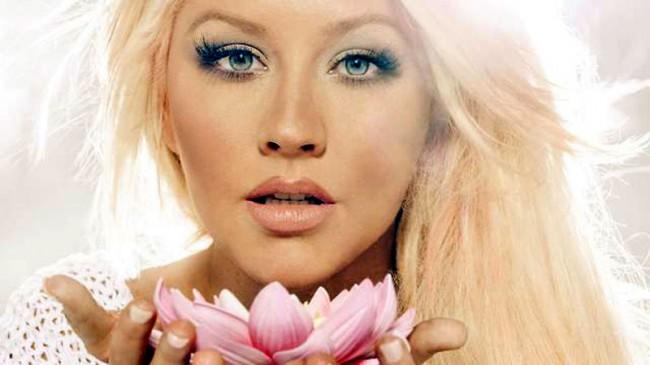 Pregnant Chic: Christina Aguilera Bares All For V
