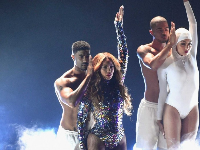 VMAs Finale Proves Beyonce Is Queen