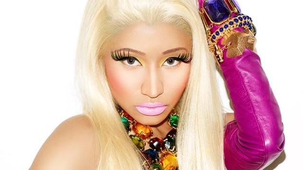 Nicki Minaj Suffers Wardrobe Malfunction at VMAs