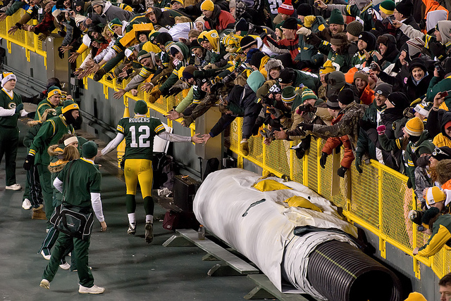 Packers Hold off Patriots