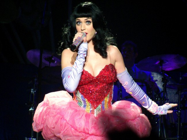 Katy Perry Will Be Joined by Lenny Kravitz and Others for Super Bowl Show
