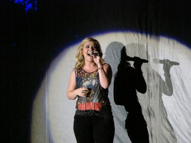 Kelly Clarkson Album 'Piece by Piece' Hits Number One