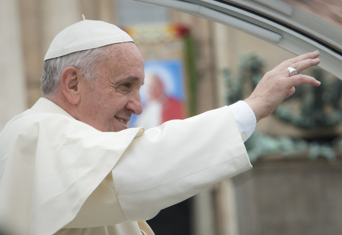 Pope Francis Condemns War Profiteers on Visit to Bosnia