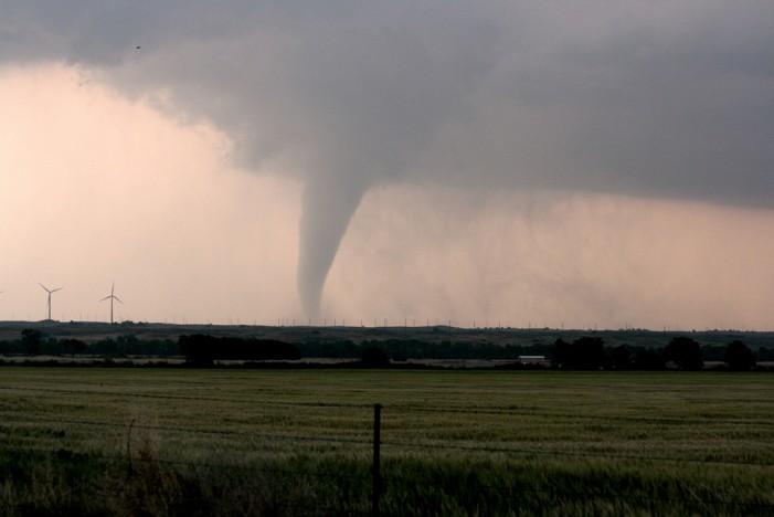 Tornado and Flash Floods Cause Damage in Lee's Summit, Missouri as Kansas City Put on High Alert