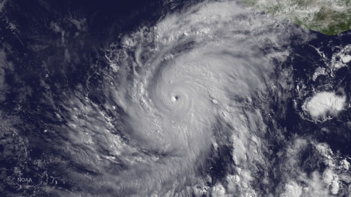Hurricane Carlos Sits Off Mexican Coast, Will Hit Land in 48 Hours