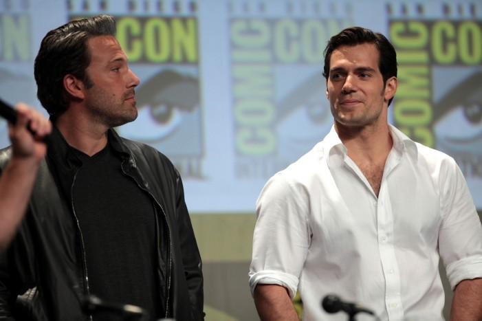 Comic Con 2015 Explodes With 'Superman v Batman' Trailer [Video]