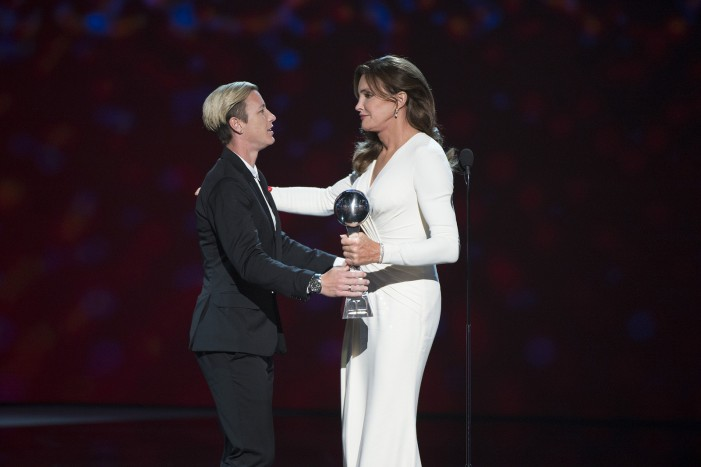 ESPY Award Winner Caitlyn Jenner Gave Tearful Speech of Courage [Video]