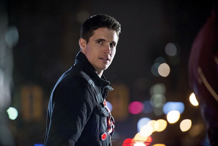 Robbie Amell Launches Campaign to Support Camp Hometown Heroes