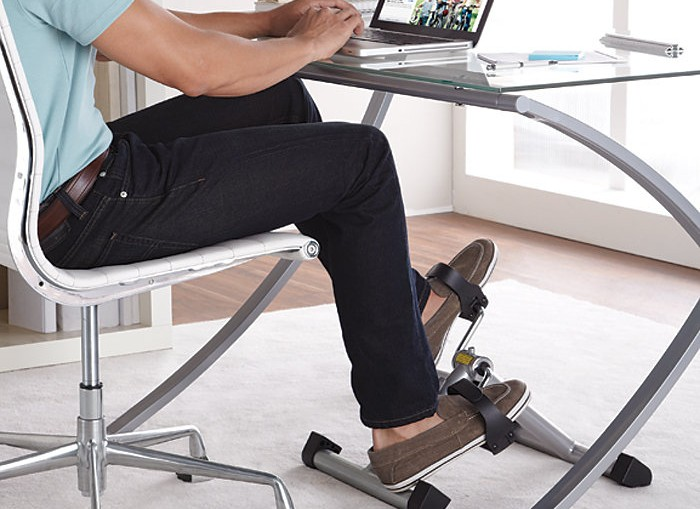 Pedaling At Desk Offers Workout While At Work 183 Guardian