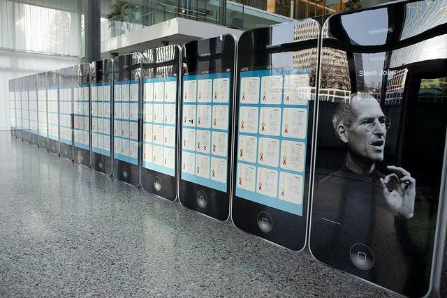 Steve Jobs Like an Immortal Steps Back Into the Screen [Video]
