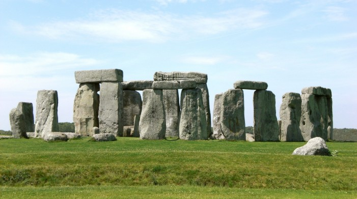 Super-Henge Rock Formation Found Near Stonehenge