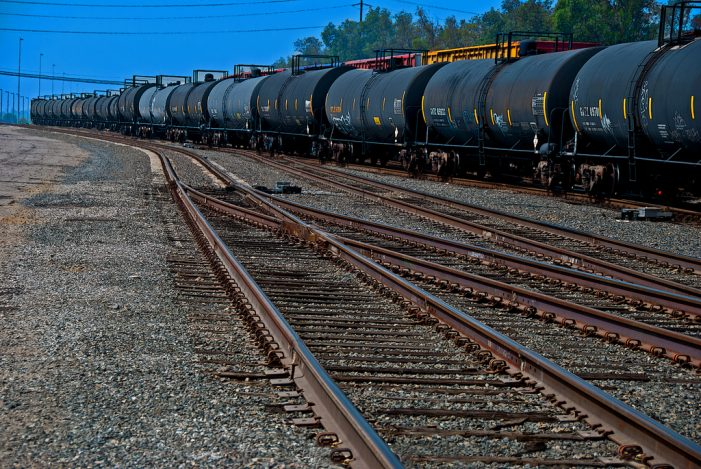 Oil Train Derailed in Columbia Gorge Near Mosier Oregon [Update]