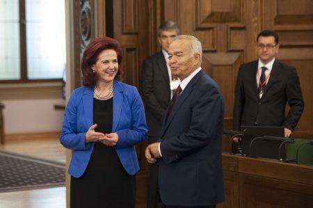 Uzbek parliament appoints PM Mirziyoyev as interim president