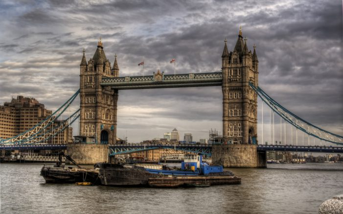Police Report an Incident on London Bridge [Update]