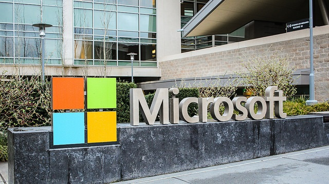 Microsoft Email-Access Fight With U.S. Heads to Supreme Court