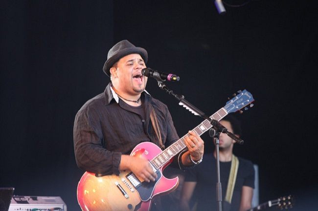Israel Houghton Comes Out of Hiding