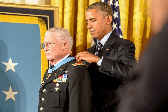 Charles Kettles Vietnam War Hero and Medal of Honor Recipient Dies [Video]
