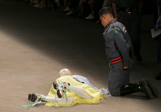 Tales Soare, Brazilian Model, Dies on Catwalk During Fashion Week [Graphic Video]