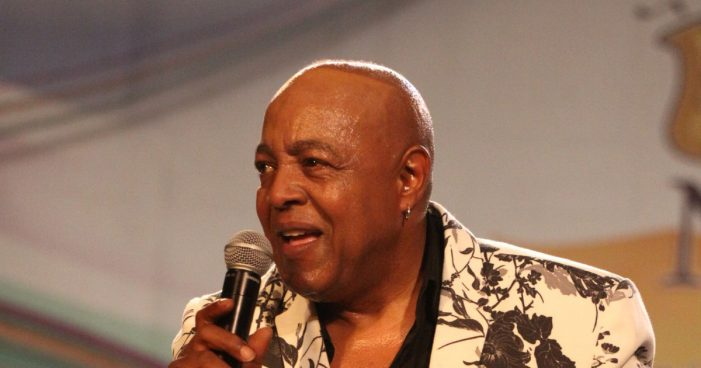 Peabo Bryson Hospitalized After Having a Heart Attack at Home [Video]