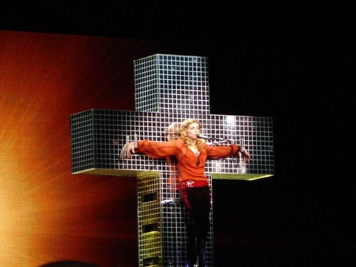 Madonna Falls During Paris Perfomance